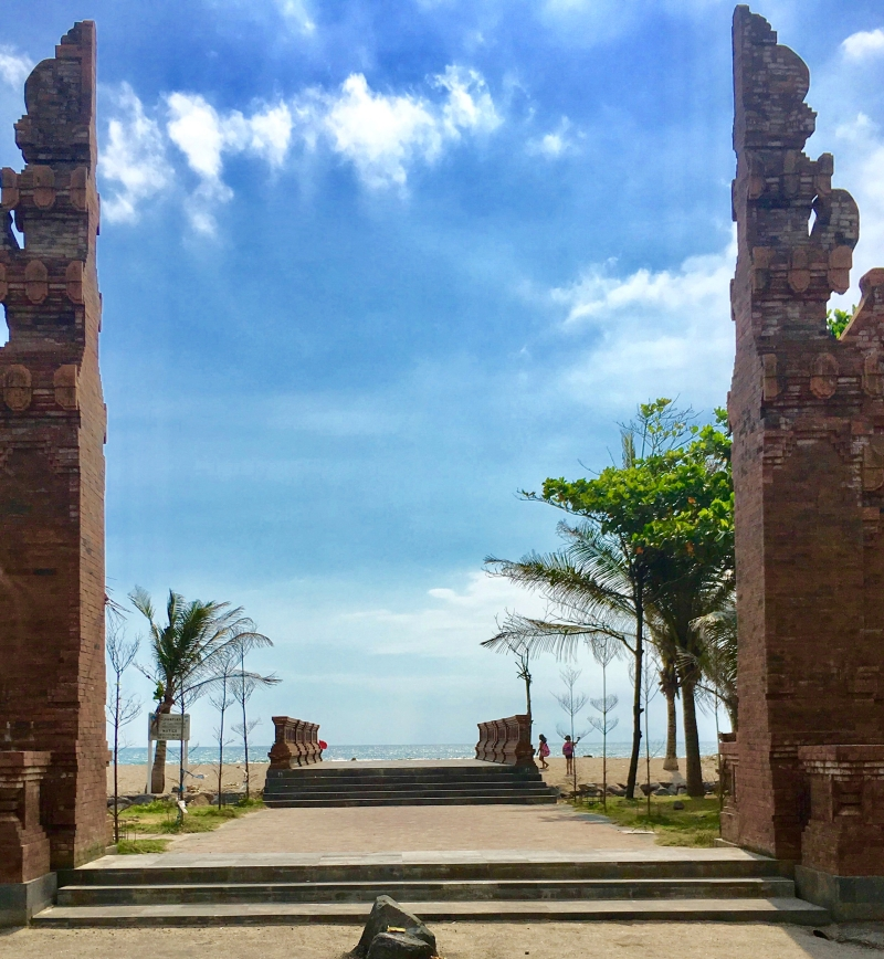 Petitenget Temple to Seminyak Beach