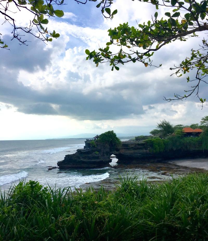 view cliffs at tanah lot bali