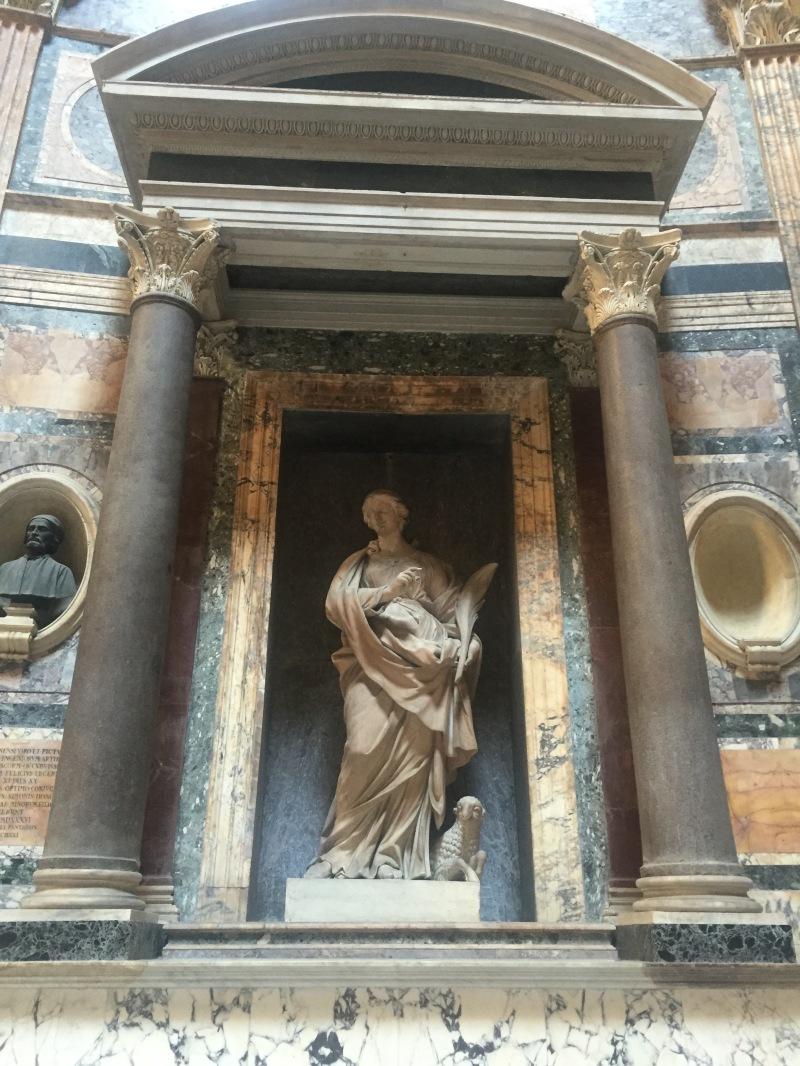 interior rome pantheon sculpture
